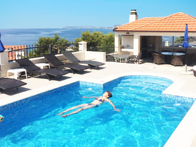 Podstrana apartment with swimming pool